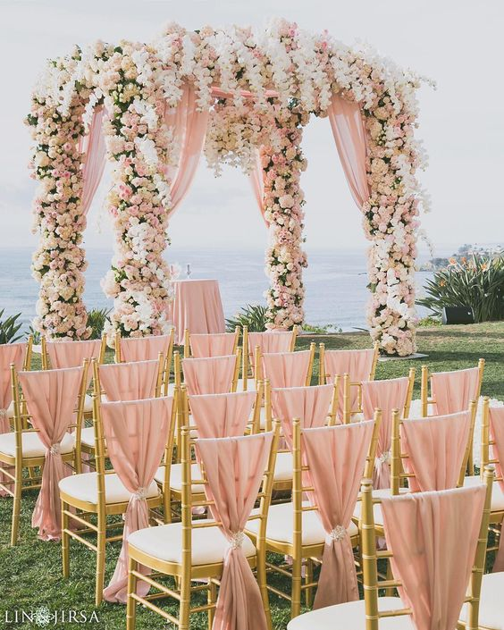 Such a sweet & romantic idea for a garden or outdoor wedding! Love this as much as we do? Double tap! Event Planner @detailsjeannie / Event Design @whitelilacinc @golnaz @yseidod / Lighting @ambereventprod / Venue @ritzcarlton by linandjirsa
