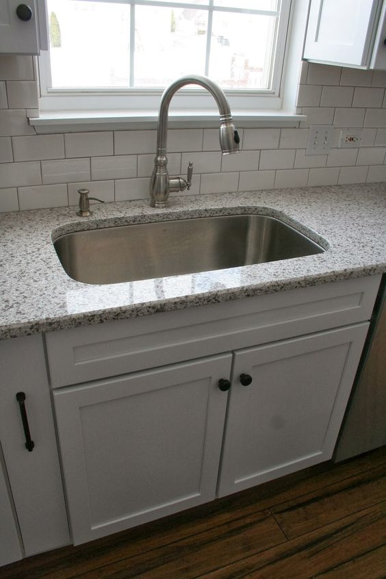Farmhouse Sink Without Apron : sink gives you that farmhouse look without having to commit to a apron ...