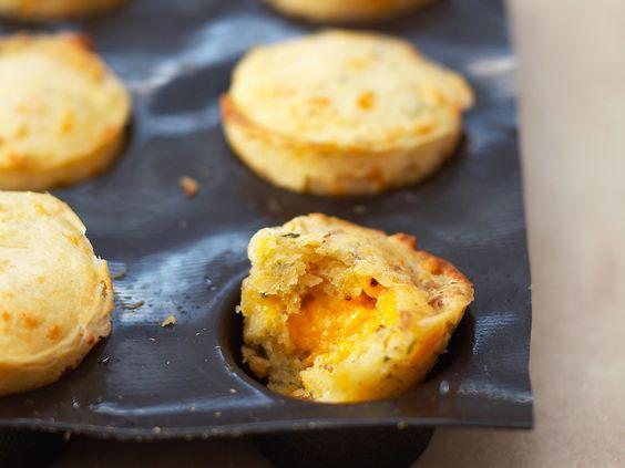 Découvrez la recette Cakes à la mimolette sur cuisineactuelle.fr.