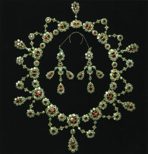 Queen Ingrid gave the parure to her grandson, the current Crown Prince of Denmark, and it is use by his wife, Crown Princess Mary.