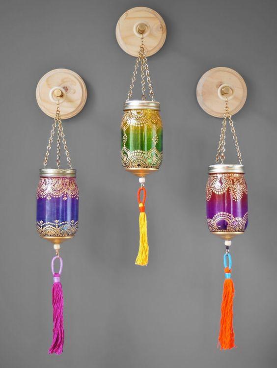 Decorazione della parete variopinta Boho Chic, 3 pensili Ombre lanterne marocchine con Luxe a mano nappe, placche di legno naturale con ganci dell