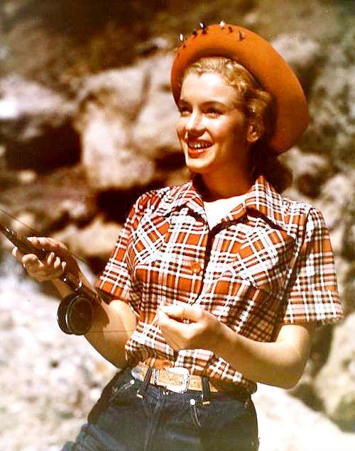 1946 Norma Jean chasse, pêche, skie par Richard C Miller - Divine Marilyn Monroe