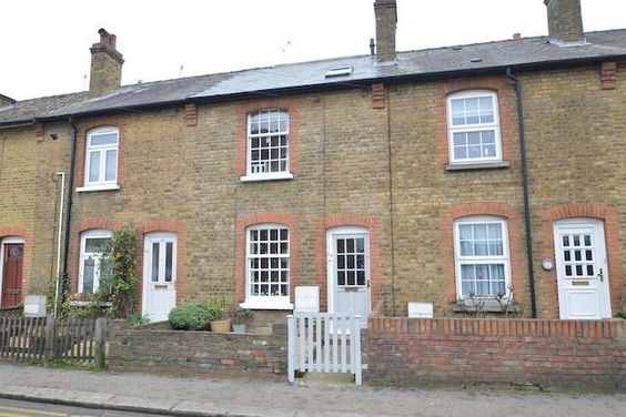 Cottage for sale in Molesey Road, Hersham Village KT12 - 31343943