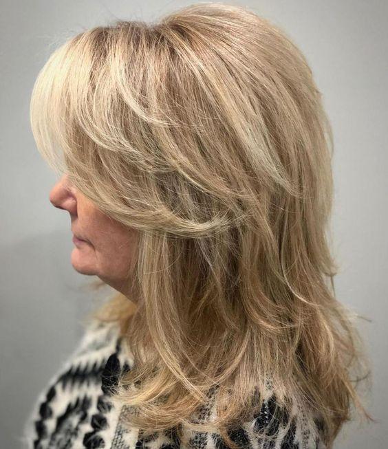 Medium Feathered Beige Blonde Cut