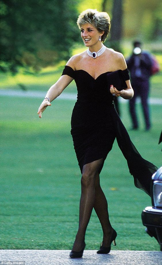 Princess Diana being fashionable. Image via Pinterest.