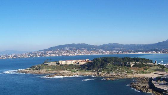baiona galicia   File:Castelo de Monterreal, parador de Baiona, Galicia (Spain).jpg