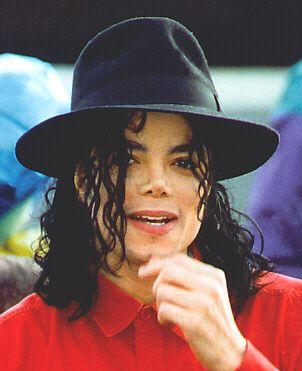 赤色シャツのマイケルジャクソン