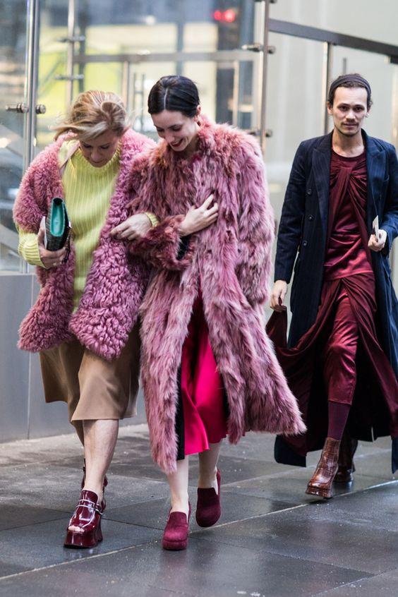 Street style à la Fashion Week automne-hiver 2017-2018 de New York www.inhermix.com www.runwaytoeveryday.com www.instagram.com/karriebradshaw WWW.MONTAGEHOTELS.COM