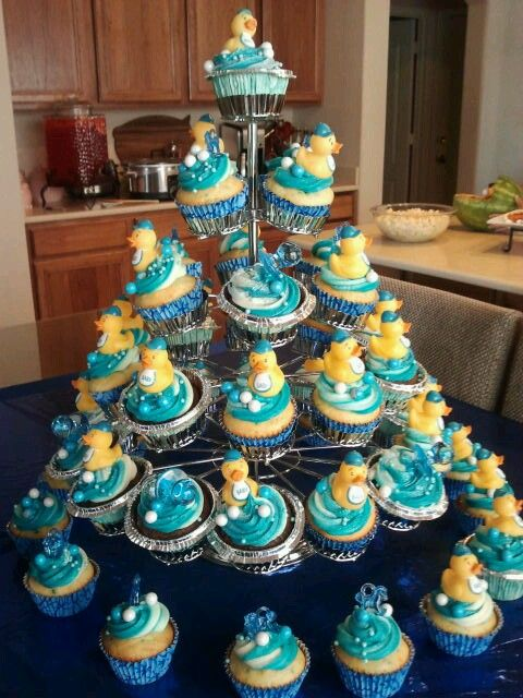 My daughter's baby shower cupcakes....