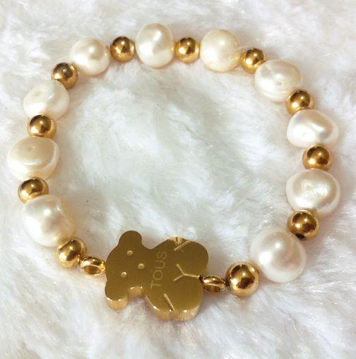 Pulsera de perlas con bombitas y Dije de acero enchapado en oro , www.facebook