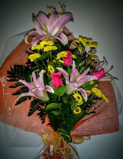Envío de ramos de flores para regalar en Madridanos
