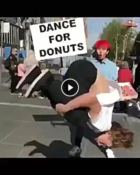 Dance e ganhe um rosquinha.