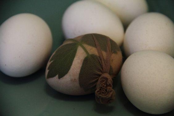 Ostereier mit natürlichen Farben färben