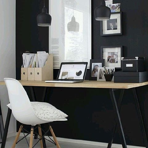 @maritfolland: We've decided to turn one of our guestrooms into a workspace. I'm looking into all kinds of styles, but think black wall as a base would be in touch with the rest of the house. It also give the workspace a calm feeling. Pic from pinterest