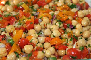 Salada de Grão de Bico com Pimentão Vermelho Assado