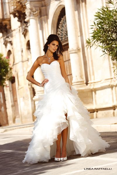 Prachtige jurken van Linea Raffaelli binnen! Linea Raffaelli heeft bijzondere lijnen en mooie stoffen. Linea Raffaelli staat voor moderne, eigentijdse bruidsmode met en aparte twist.