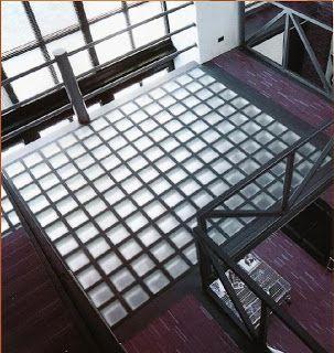 Sol briques de verre pour terrasse au dessus escalier for Glass block floor
