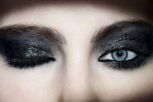 dark glittery make up: Glitter Eyeshadow, Lips Eyes Nails Costume Makeup, Smoky Eye, Makeupideas Eyeshadow, Black Glitter, Eyemakeup, Smokey Eye