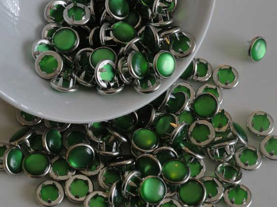 12 Snaps Pearl Set Grass Green 4 Part Prong Size by hookedbykmorey