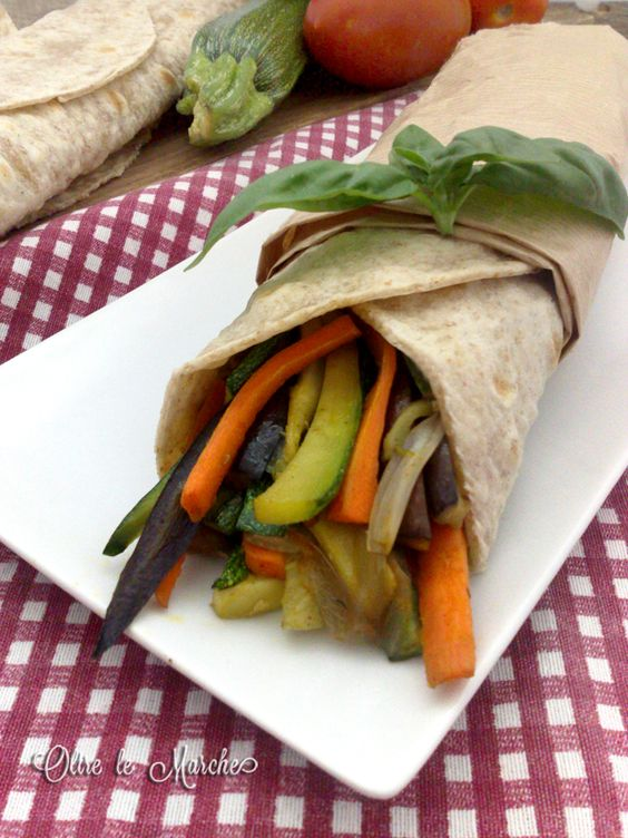 Burritos con verdure,  burritos vegani, cibi da portare in ufficio, cibi da spiaggia, cibi vegani,