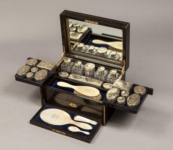 A Fine Ladies Antique Vanity Case  (England) ca.1890.