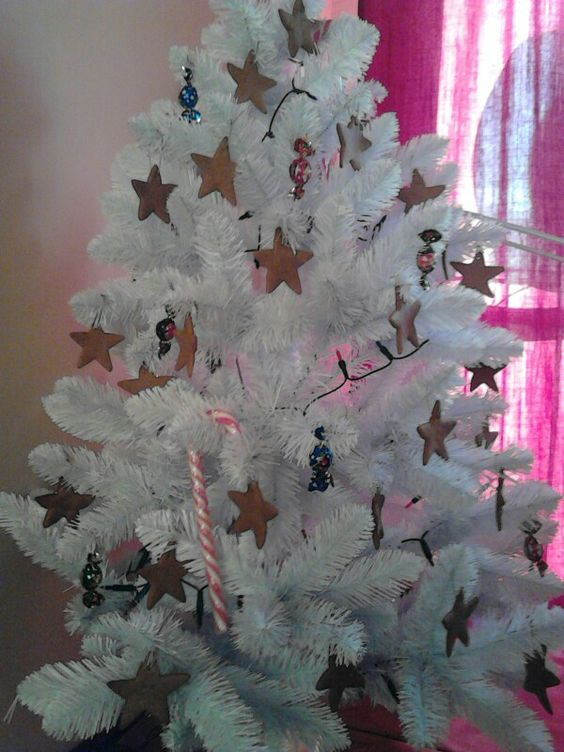 White tree, gingerbread stars
