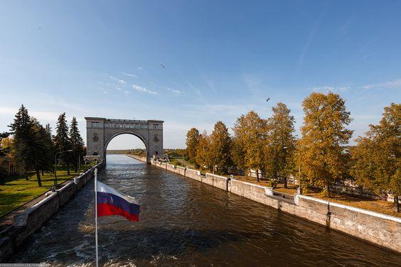 Знаменитая арка Угличевского шлюза