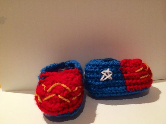 Un favorito personal de mi tienda Etsy https://www.etsy.com/ie/listing/228623906/wonder-woman-baby-shoes-crochet-and