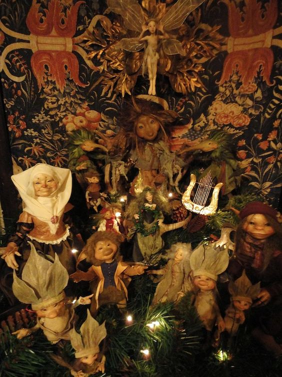 Happy Holidays from Brian and Wendy Froud http://realmoffroud.blogspot.com/
