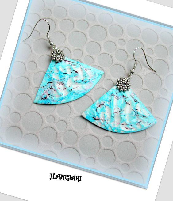 Boucles d'oreilles triangulaires bleues~boucles d'oreilles originales bleues/www.alittlemarket.com/boutique/boucles-d-oreilles-h-angiari : Boucles d'oreille par boucles-d-oreilles-h-angiari