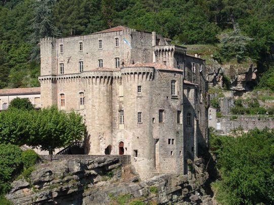L'impressionnant château de Largentière