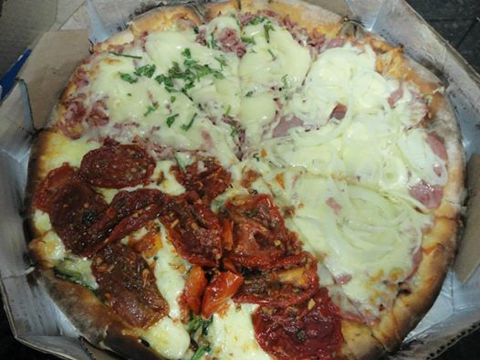 Pizza média de calabresa, tomate seco