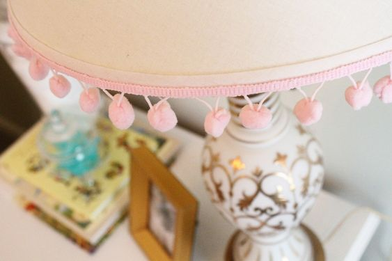 Pom-pom trim on the lamp - lovely!