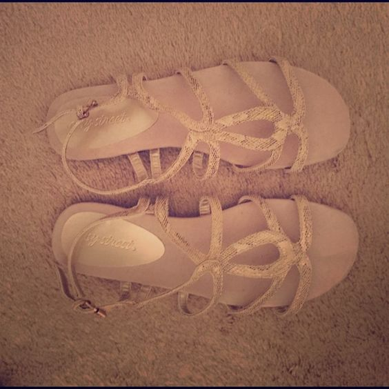 Cute and Comfy Sandles In perfect condition! Barely warm. Like new! Super comfy! Make offer! Shoes Sandals