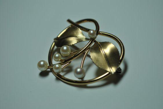 Signed Krementz Gold Tone Faux Pearl Brooch by VintagePuritan, $30.00