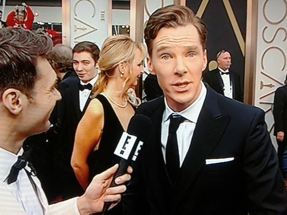 benedictsboardies:  How to conduct a red carpet interview ~Benedict Cumberbatch, 2nd March 2014, 86th Annual Academy Awards