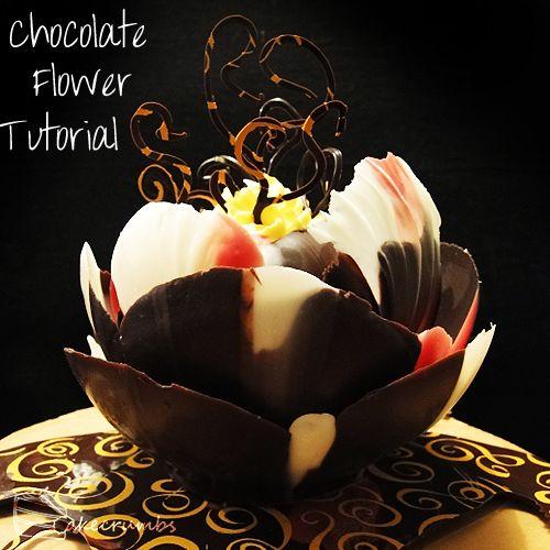 El paso a paso para hacer esta flor de chocolate y decorar un pastel.