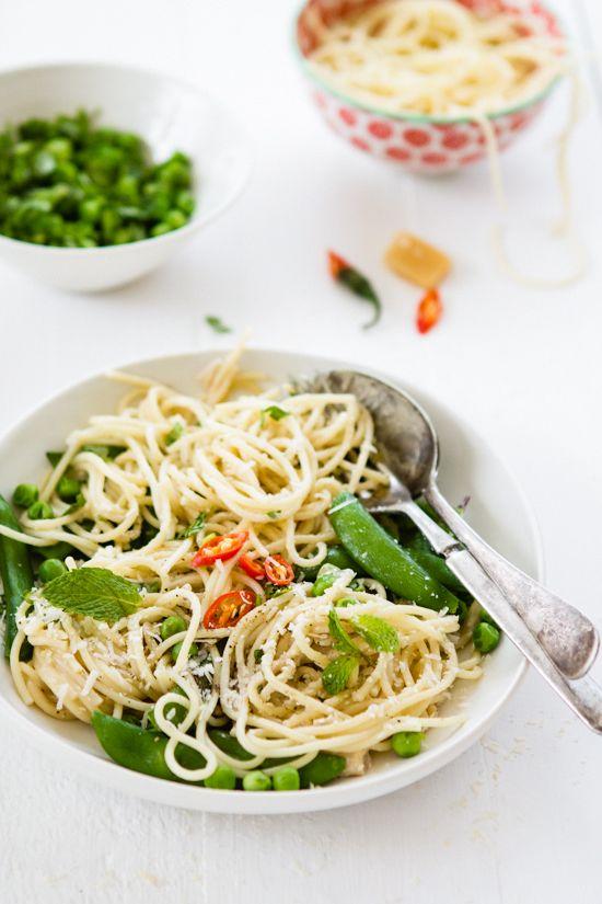 Food. Pea and mint spaghetti.