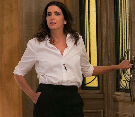 Malu Mader volta à TV como Rebeca Rocha, uma mulher que fica falida depois da morte do marido (Foto: Raphael Dias/Gshow)