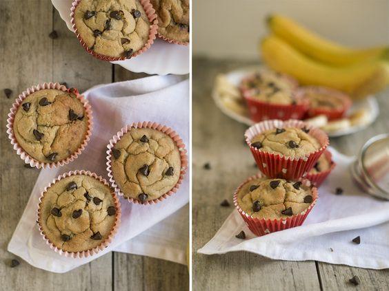 Muffins de Banana com Pepitas de Chocolate #recipe #banana #muffins