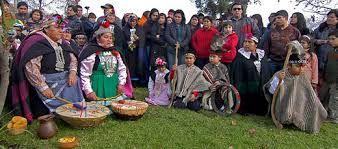 las personas indígenas en chile son 4.6% de población total. las personas indígenas en chile celebran fiestas diferentes a otras personas en chile.