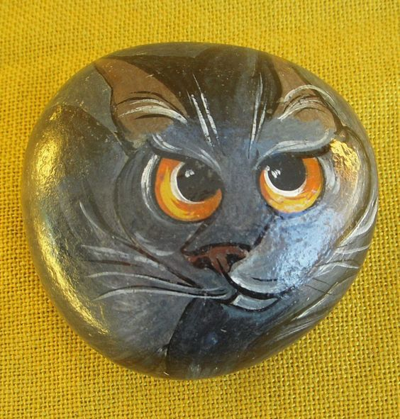 Vintage 1980s painted stone of orange-eyed cat design by Fay Hutchins 1982 art