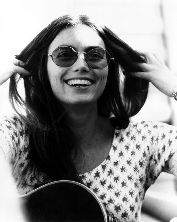 Emmylou Harris' Bohemian Look Has Never Gone Out Of Style (PHOTOS) / Circa 1970