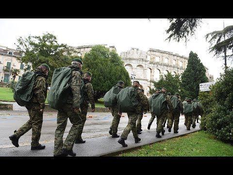 Hrvatska Vojska Stigla U Pulu U Povijest Ulaze Odlucni Kamenjar Outdoor Garden Sculpture Outdoor Decor