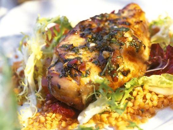 Hähnchenbrustfilet mit Linsensalat ist ein Rezept mit frischen Zutaten aus der Kategorie Hähnchen. Probieren Sie dieses und weitere Rezepte von EAT SMARTER!