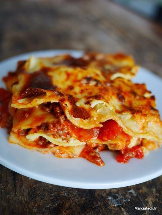 Découvrez la vraie recette des lasagnes bolognaises et son évolution culinaire à travers les siècles