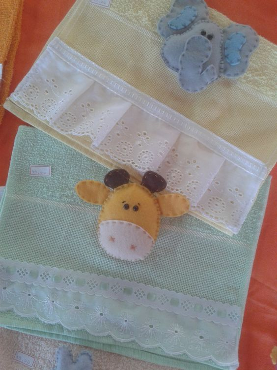 Toalha de boca infantil, com bichinho em feltro com velcro para facilitar a lavagem !