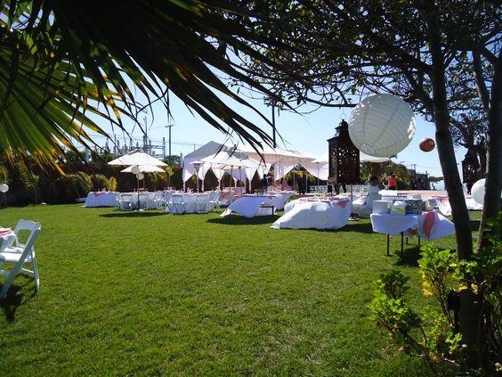 Esferas de luz, y faroles  al aire libre en Jardin de Fiestas Calypso Gardens