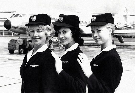 SAS flight attendants in front of a Caravelle