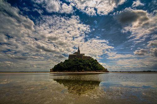 AMAZING picture of Mont Saint Michelle!!!
